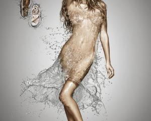 【ADS】神々しい美しさのジゼル・ブンチェンが水のドレスを身に纏っています。