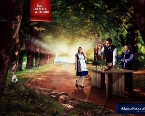 【ADS】物語はここで終わる……童話をモチーフに使った[Aduana Nacional]の広告。